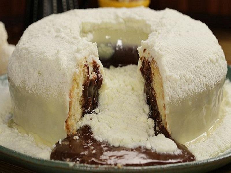 Bolo vulcão de leite em pó com creme de avelã